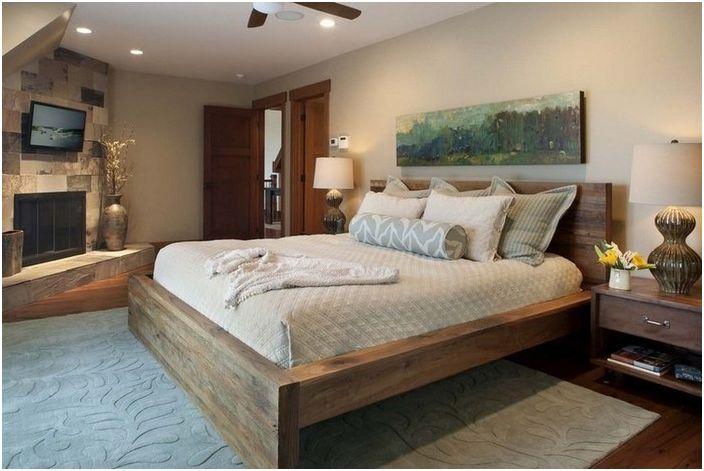 Drewniane łóżko we wnętrzu