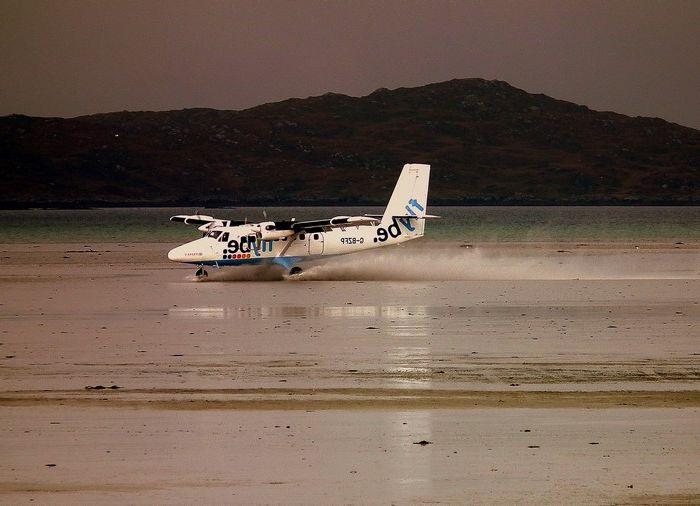 Кацане на плажа на летище Barra в Шотландия