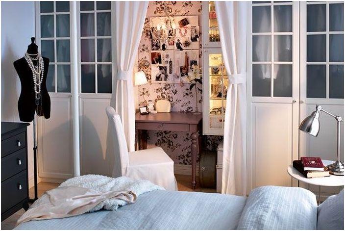 Женствен интериор на спалнята