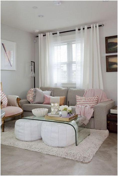 Прозрачни мебели в хола