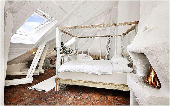 Шаби шик спалня с оригинална камина