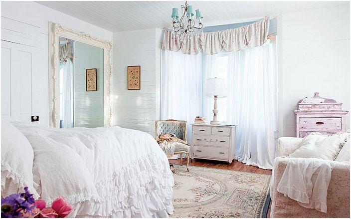 Интериор на спалнята от Рейчъл Ашуел Shabby Chic Couture / Ейми Нойзингер