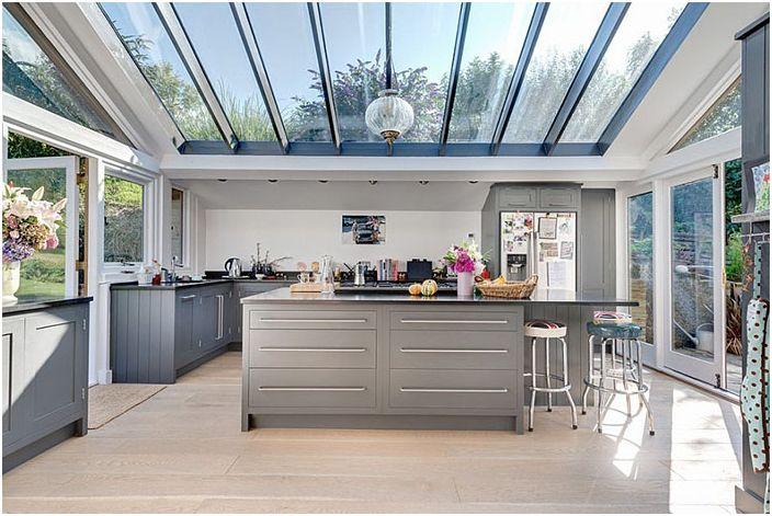 Стъклен таван в кухнята