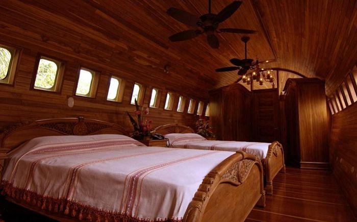 Луксозен хотел, направен вътре в стар самолет.