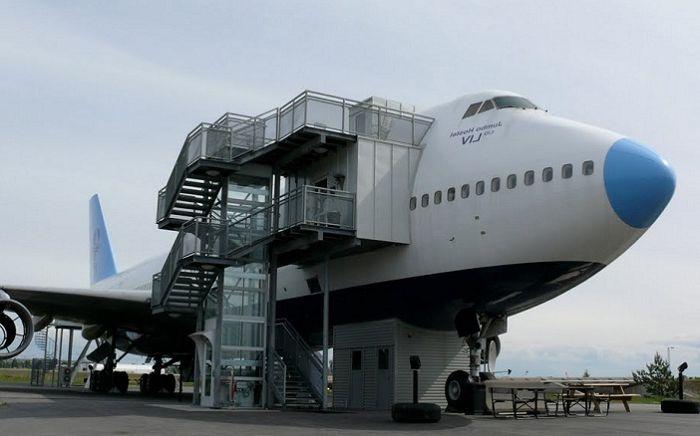 Jumbo Hostel е хостел, разположен точно на летището в Швеция.