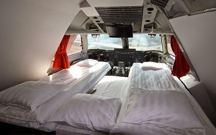 Стая, оборудвана точно в пилотската кабина.