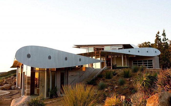 747 Wing House - къща с крила на самолет вместо покрив.