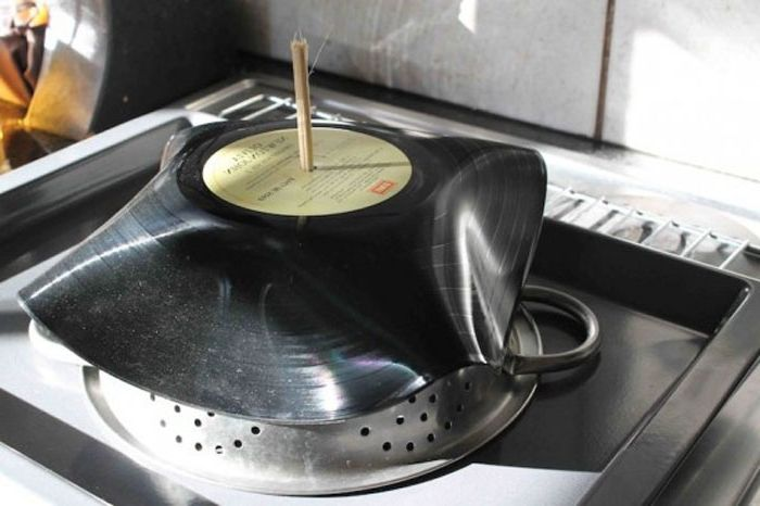 Как да направите необичаен контейнер от стара чиния.