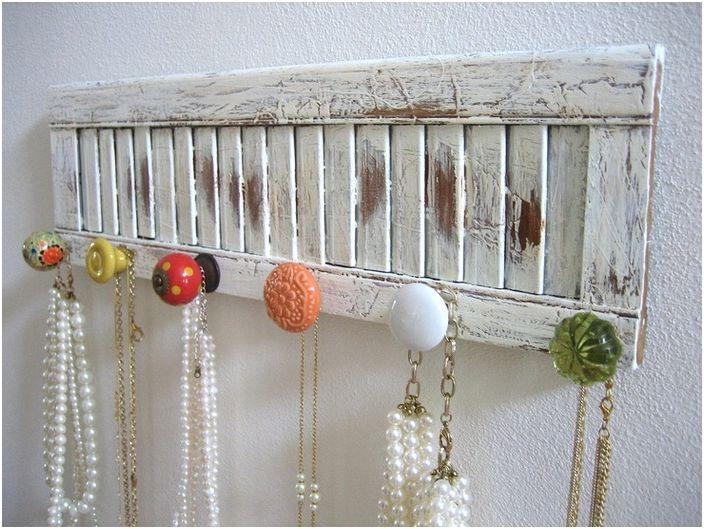 Organisateur pour bijoux fabriqués à partir de vieilles poignées de porte