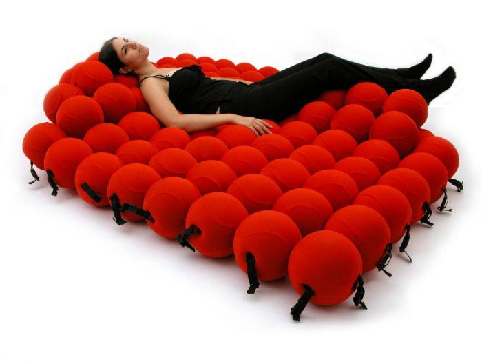 Изключително удобно легло от 120 меки топки, които съответстват на формата на тялото.