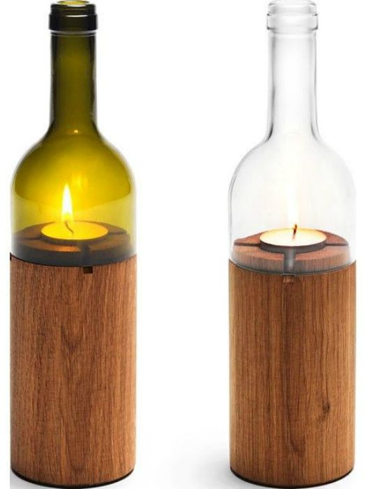Свещ, изработена от дърво и бутилка вино