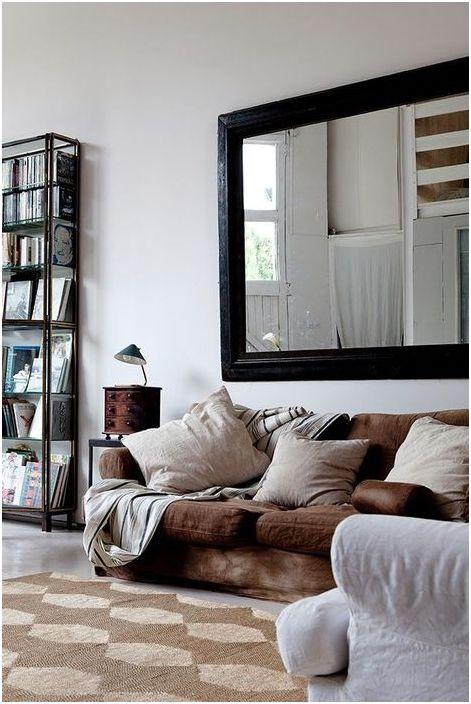 Зеркало над диваном