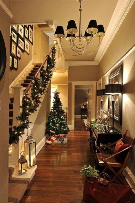 Świąteczna dekoracja przedpokoju i całego domu.