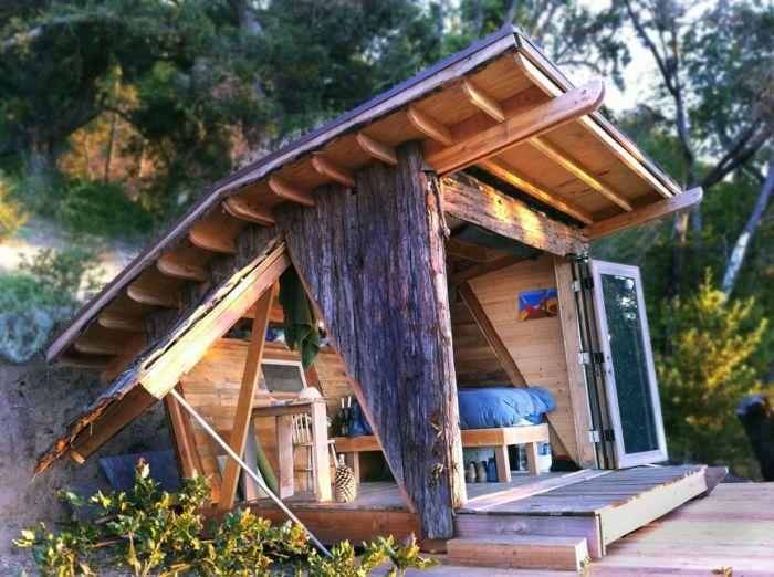 Oryginalny drewniany dom wakacyjny.