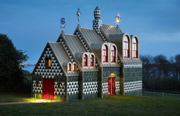 """""""House of Essex"""" - oryginalny dom w Essex."""