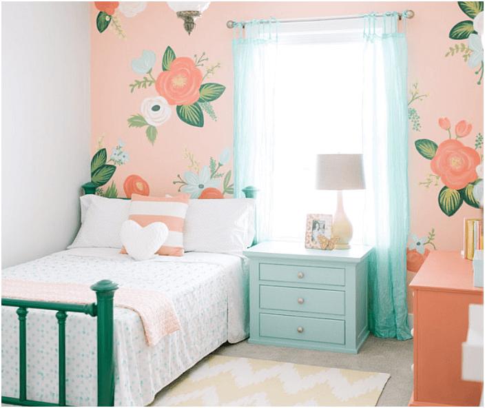 Jasne i świeże wnętrze sypialni