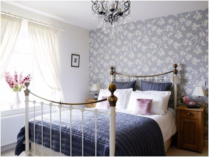 Monochromatyczne wnętrze sypialni