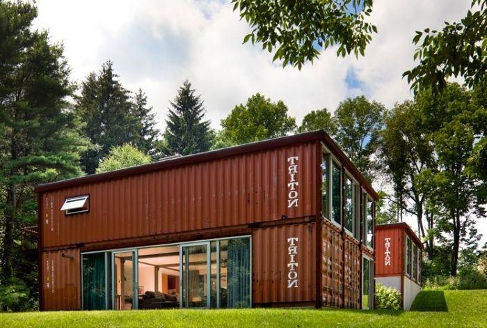 Posiadłość zbudowana z kontenerów.