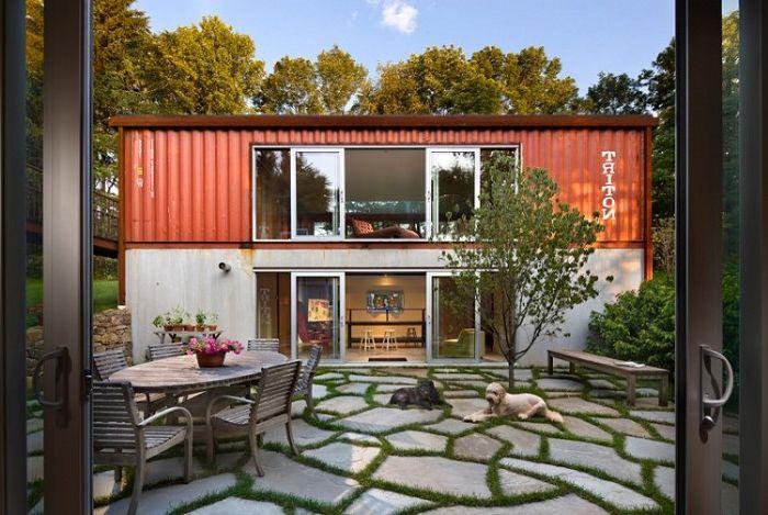 Алтернатива на бетон и тухла: модно имение, направено от прости контейнери