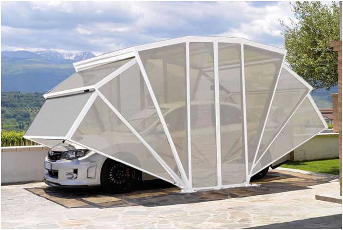 Белый полупрозрачный гараж