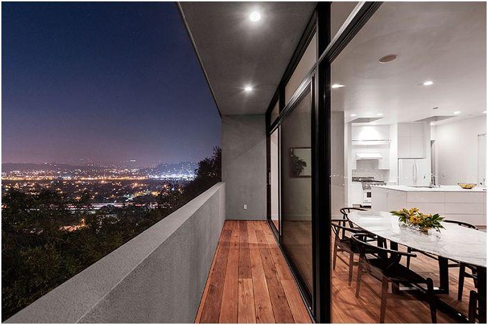 Car Park House е скална къща с изглед към Лос Анджелис.