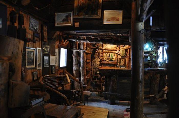 Wnętrze domu bośniackiego malarza Borislava Jankovicia.