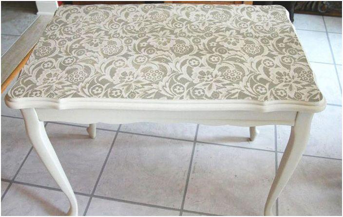 Koronkowy stół