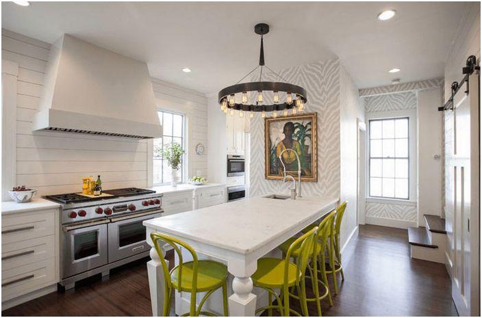 Lys aksentfarge på kjøkkenet