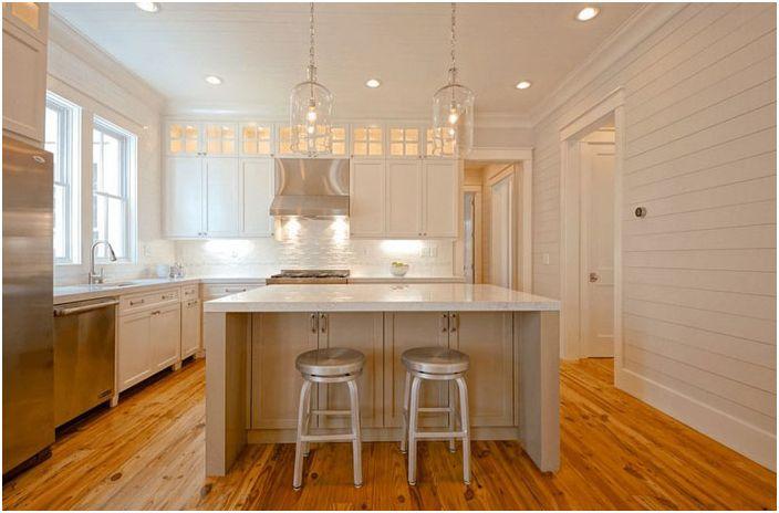 Varmt hvitt kjøkken