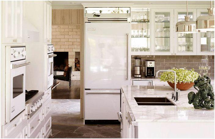 Hvitt kjøleskap er alltid i trend