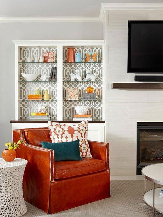 Тапетът вътре в мебелите изглежда много стилен