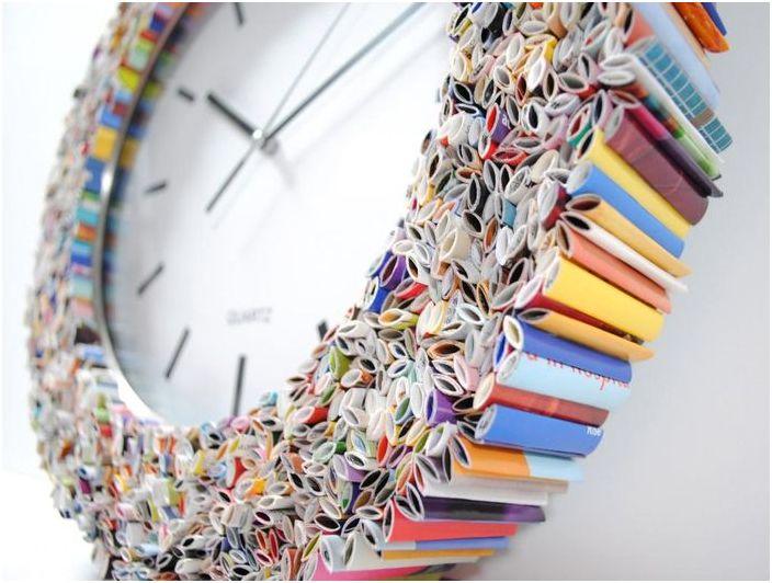 Стенен часовник, украсен с парчета от списанието