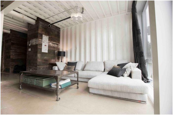 Интериор в къща, изработена от контейнери.