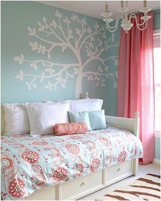 Топла атмосфера за сън в топли цветове за перфектна почивка след натоварен ден.
