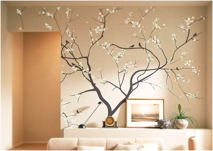 Интериорът на стаята е украсен с дърво в разцвет, което добавя определено топла и специфична атмосфера.
