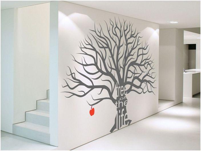 Благодарение на образа на дърво изглежда, че в помещението има още повече място.