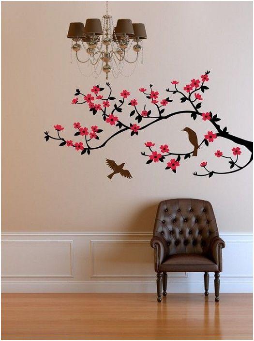 На стената в стаята се разцъфнал клон с красиви ярки цветя.
