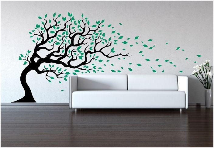 Интериорна декорация на апартамента с добавяне на рисунки по стените под формата на дърво.
