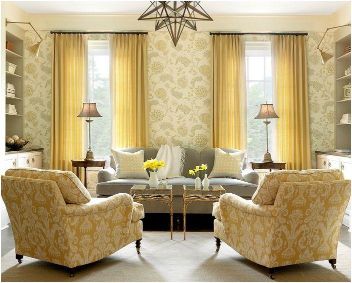Светлая комната в оливковых тонах с лимонными шторами.
