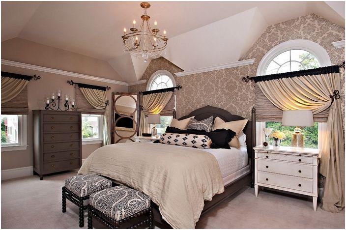 Симпатичный интерьер спальни в кофейных тона с шторами такого же оттенка.