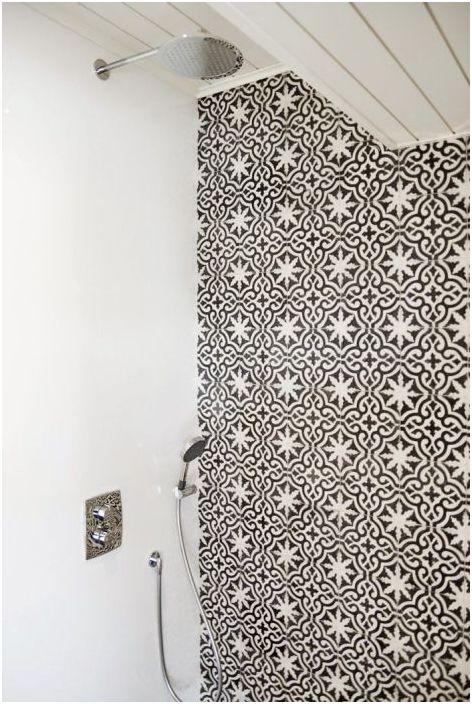 Ściana akcentująca w strefie prysznica