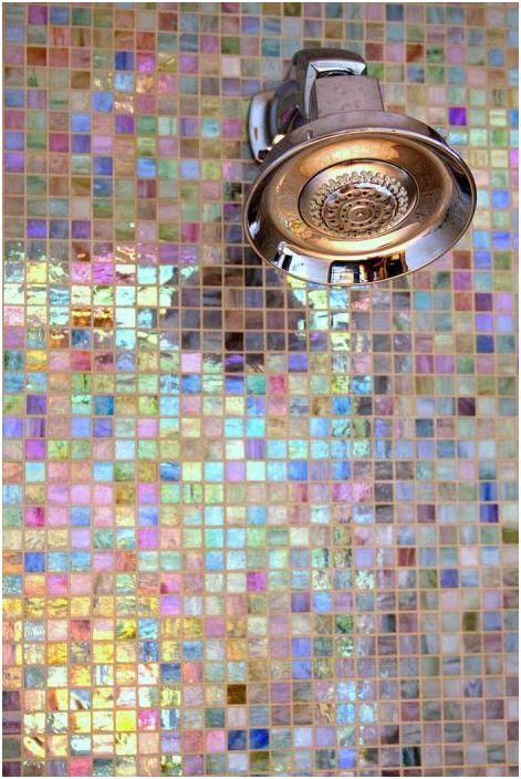 Mozaika z masy perłowej świetnie sprawdza się pod prysznicem