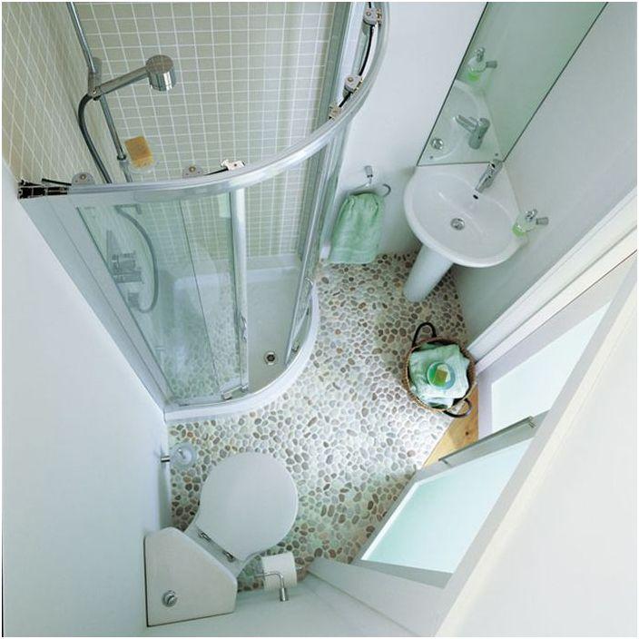 Narożny prysznic w małej łazience