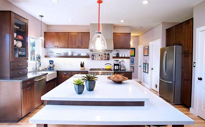 Модерна кухня с шкафове в стил шейкър