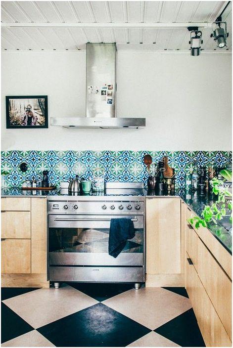 Кухненската престилка трябва да се избърсва чисто след всяко готвене.