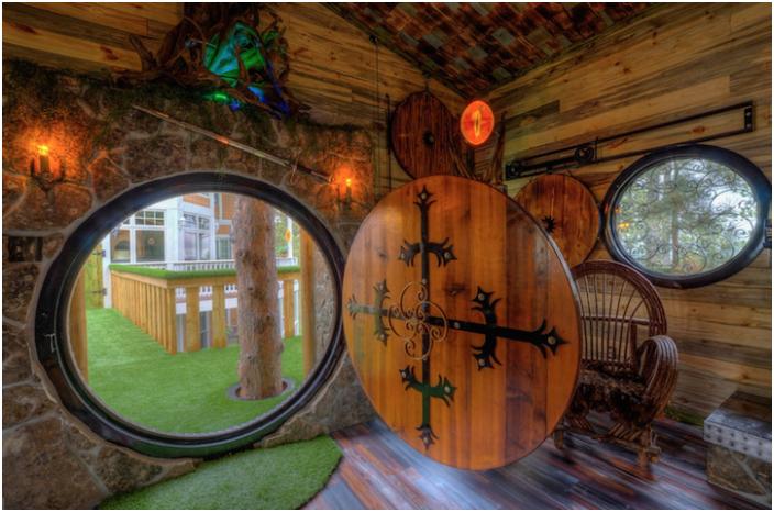 Хобитна дървена къща - хобитна къща.