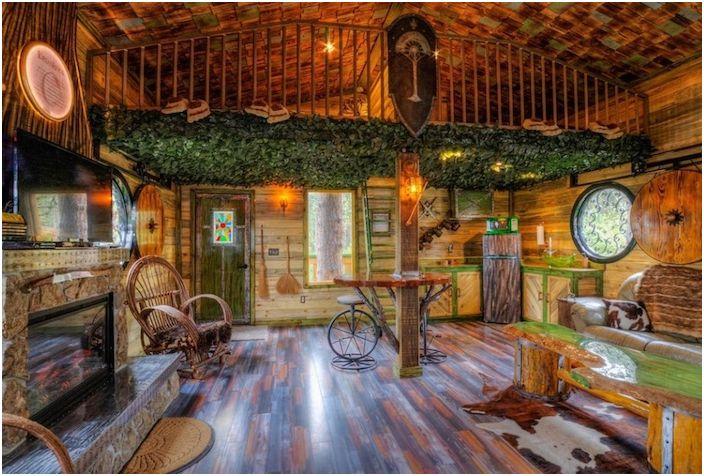 Domek na drzewie Hobbita. Wnętrze.