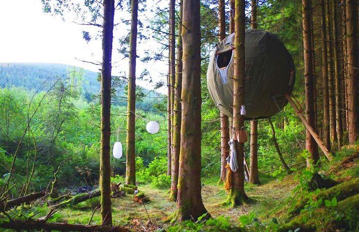 La tente d'arbre de Luminair est une tente d'arbre sphérique.