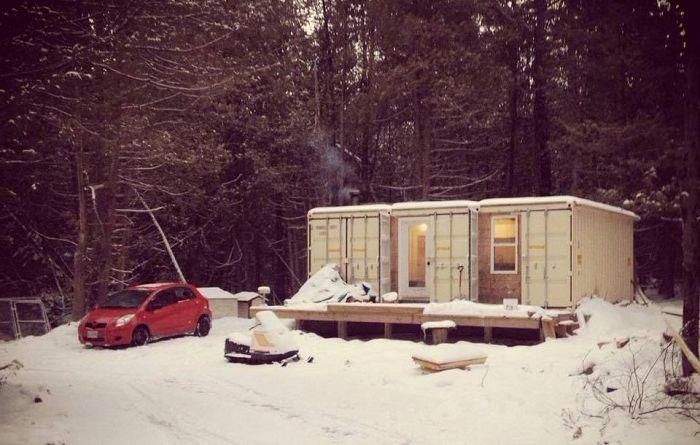 Къща, изработена от контейнери, в която можете да живеете на -42 градуса.