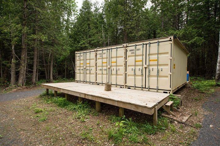 Канадски майстор построи самодостатъчен дом от контейнери.